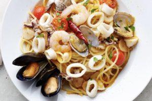 イタリア産カラスミを散らした 魚介のペペロンチーノスパゲティ