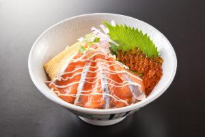 丼メニュー(写真はサーモンいくら親子丼)