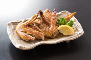 地養鶏の手羽先(写真は塩焼き)
