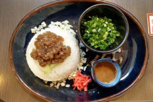 牛スジ焼飯
