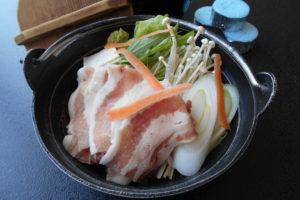 豚の胡麻豆乳鍋(うどん入)