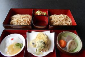 土柱麺(天ぷら、山くじら、他一品付)
