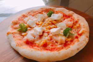 エビとクリームチーズのピザ