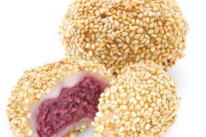 紫芋のごま団子