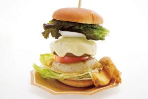 マリンパレットの特製ふんわりハンバーグをつかったボリューム満点のハンバーガー